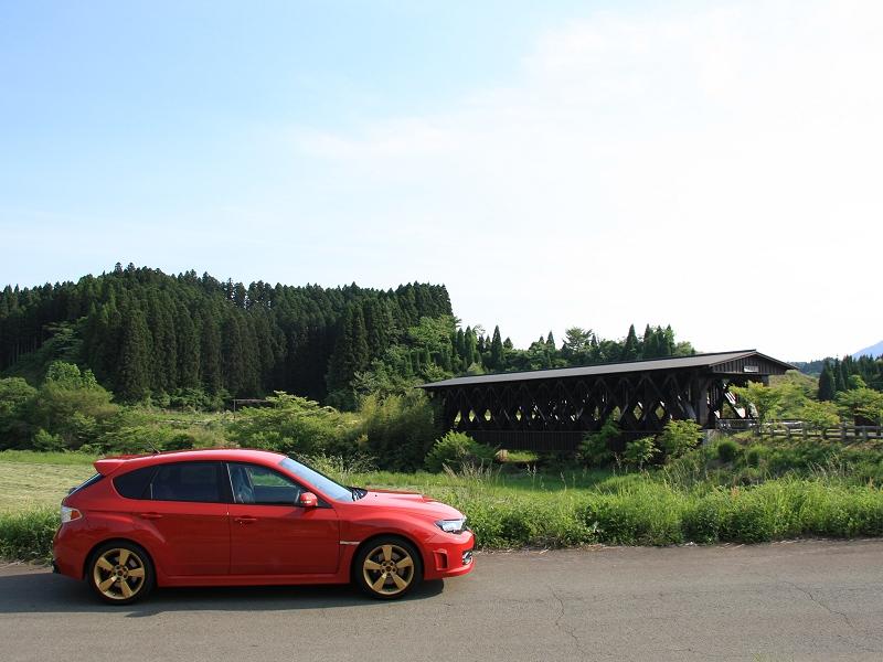 熊本県阿蘇市(旧・波野村)<br /> 広域基幹林道阿蘇東部線 阿蘇望橋<br /> <br /> 屋根付き橋として有名な阿蘇望橋です。<br /> しかし、近年作られた、いわばニセモノなので、それほど面白くはないです。