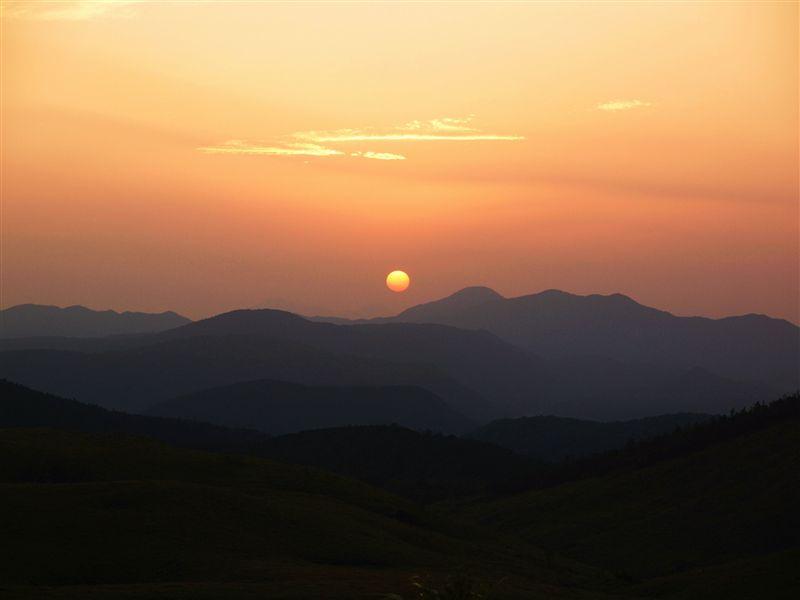 秋吉台に沈む夕日