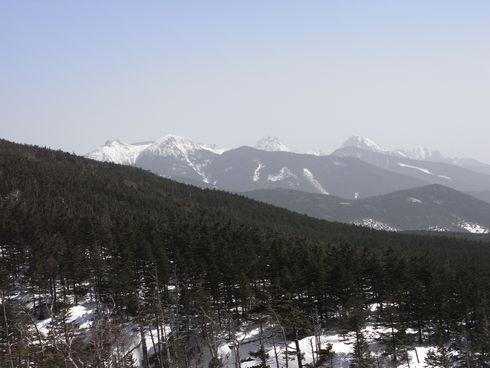 運行中のゴンドラ内から南八ヶ岳の峰々
