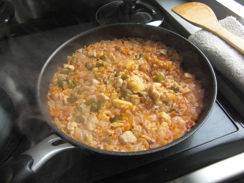 そのあとコンソメスープ、ケチャップとかで20分くらい煮込む。