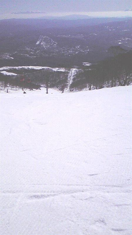 足元を見ても春スキーシーズンとは思えない程の積雪量♪<br /> <br /> (=¬=){ジュルッ!<br /> <br /> パート2に続く(汗)