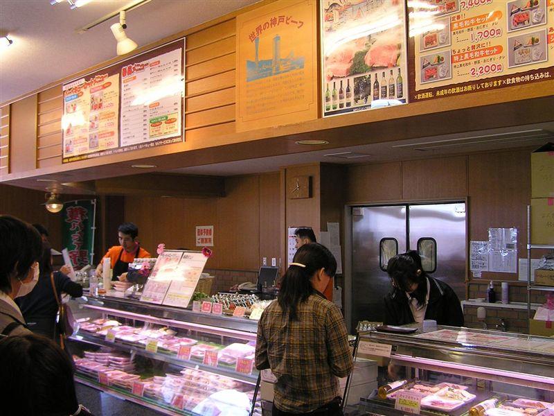 BBQコーナーの入口でお肉を買います。