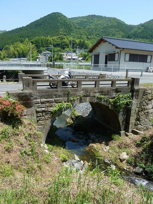 呉川眼鏡橋。<br /> 仲哀隧道の開通計画に伴い建設された明治期の石橋です。