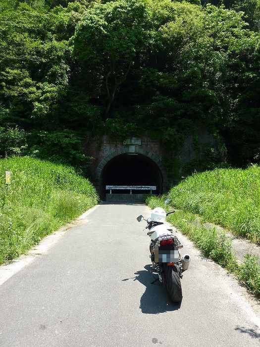 かつて山頭火が「登りつめてトンネルの風」と歌った隧道
