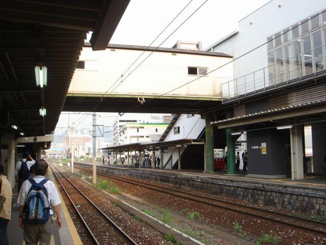 西小倉駅の乗換え跨線橋<br /> 実はこれはとあるものの再利用。外観じゃなかなかわりません