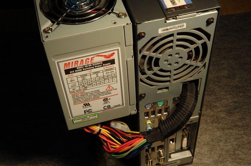 A50本体より電源の方が大きいので、外に貼り付ける事に。<br /> <br /> 配線は元の電源ケーブルコネクターを抜いて入れました。<br /> コルゲートチューブと布絶縁テープで保護。<br />