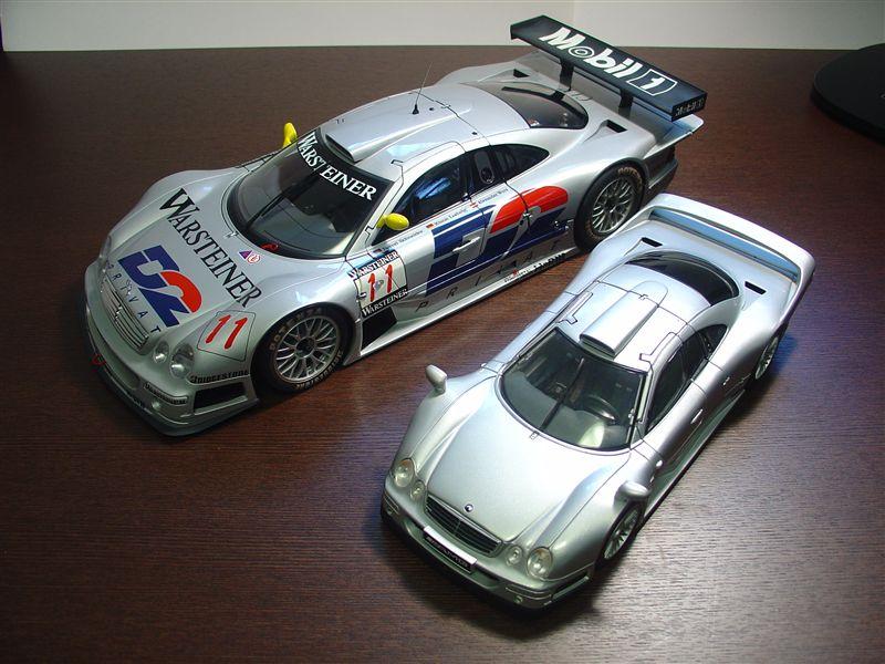 1/12サイズのCLK-GTR<br /> 手前は<br /> 1/18サイズのロードバージョンCLK-GTR