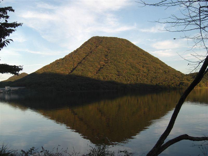 榛名湖に写る榛名山