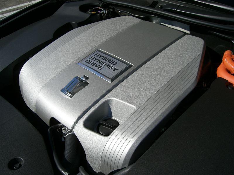 現時点での国産ストロングハイブリッドが搭載するガソリンエンジンは、LEXUS LS600h/h-L のV8、LEXUS GS450h/CROWN HYBRID のV6-3.5L、そして FUGA HYBRID のV6-3.5L だけです。<br /> <br /> これらも、来年/再来年には無くなってしまう組み合わせかも知れません。