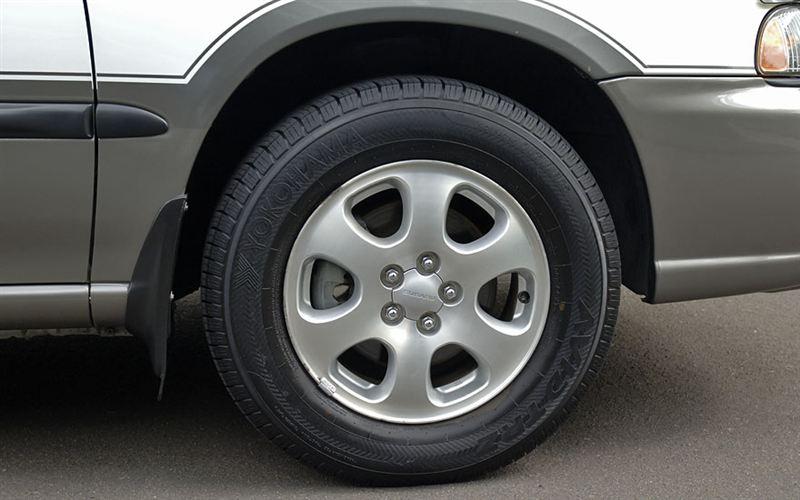 タイヤ・ホイール<br /> あまり見た事のないYOKOHAMA<br /> <br /> サイドマーカーのランプがありません