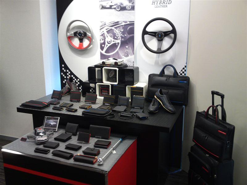 HYBRID LEATGHER展示コーナー
