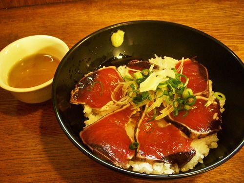 ひろめ市場にてかつおのタタキ丼。<br /> 何度食べても美味しい!