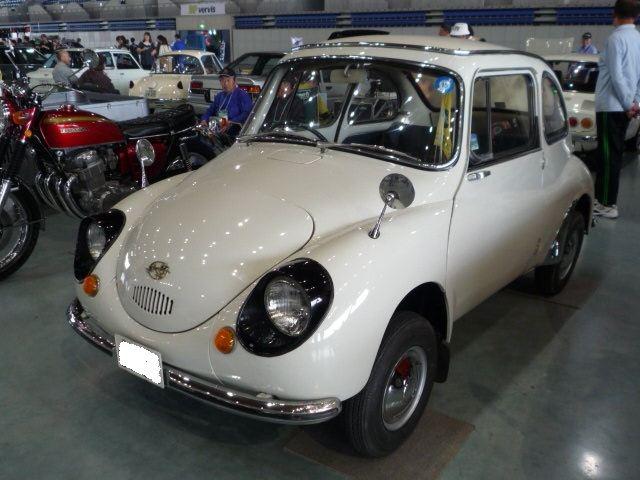 貴重なスバルの旧車「スバル 360」です。<br /> <br /> 黒くて大きな目が可愛いですね♪