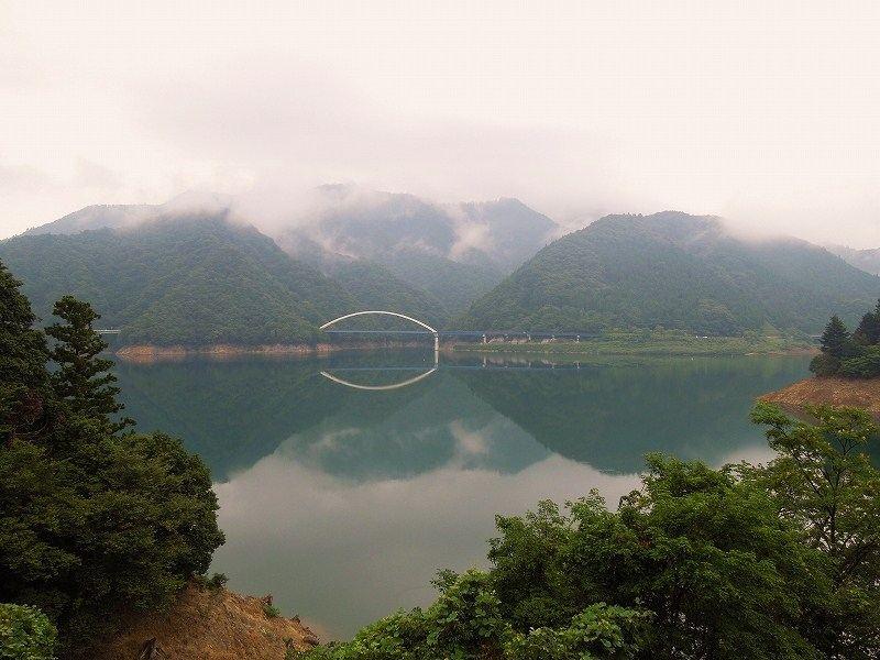 なにやら湖面が光っていたような?!・・・いきなり停車してバックしてみると・・・なんとも幻想的な風景が!!  これは美しいかった!!!^^v