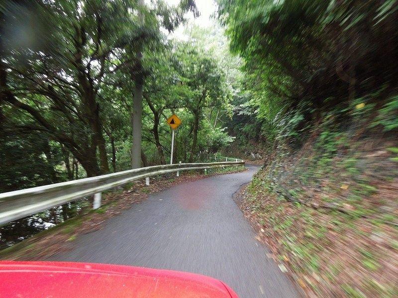 ひさしぶりに宮ヶ瀬レイクラインを走ってヤビツ峠を目指します!<br /> コチラ側から向かうとかな~り狭い山道です・・・ 落石がないことを祈りつつ、いつものようにゆっくりと安全運転♪^^;