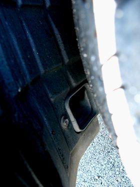 レクサス GS450h (GWS191)フロントタイヤハウスのブレーキ冷却ダクト