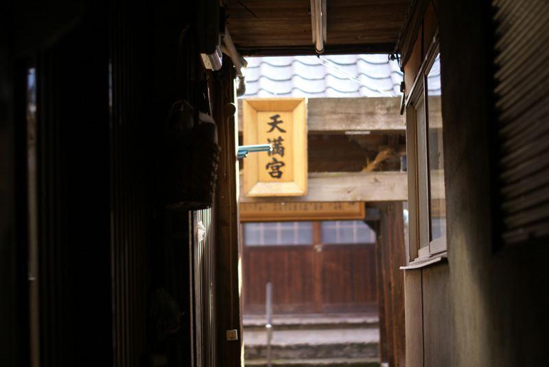 路地裏の神社