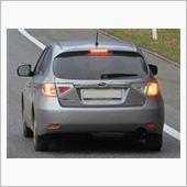 GHインプレッサ スイス国内にて<br /> リアフォグランプとブレーキランプとの距離を稼ぐためにバックランプ側の3つはテールランプ専用で、ブレーキ時は点灯しません。
