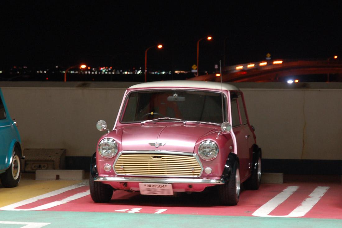このピンクメタリックミニ、夜にピッタリなカラー!<br />