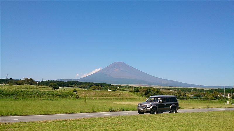 富士山とパジェロ