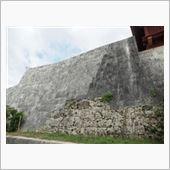 古い石垣と、復元後の石垣の割合。<br /> <br /> せめて残っている場合でもこの程度。<br /> 首里城の痕跡は本当に跡形もなくばらばらになってしまったという。