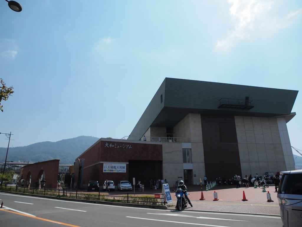 さあやってきた!大和ミュージアム!<br /> 昨年は連休でもわりと閑散としていたそうだが・・・w<br /> 今年は大盛況!<br /> 風立ちぬと艦これの影響だろうか。