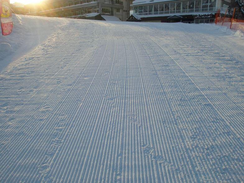 圧雪が綺麗に掛かっていて、気温が低いから歩くとキュキュいいます<br />