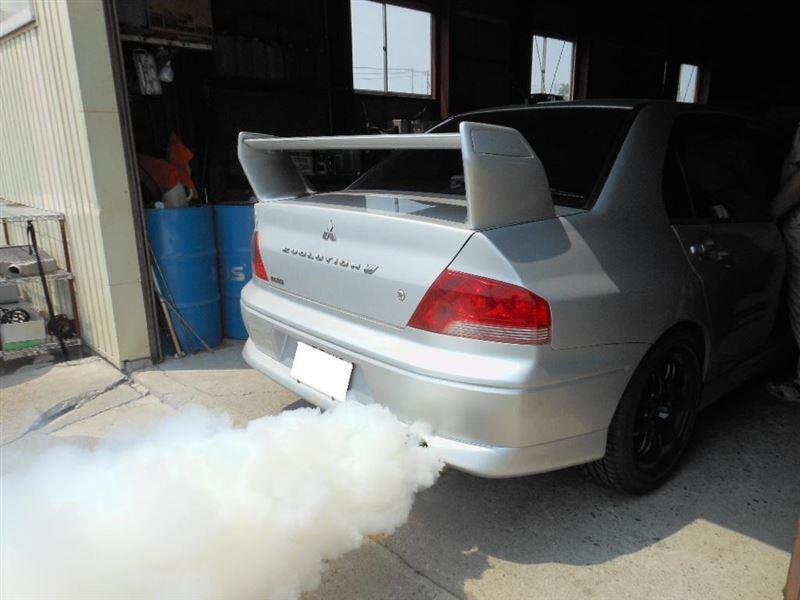 踏み込めばびっくり!<br /> タービンブロー?っていう勢いで白煙が上がりました<br /> 燃調の濃いスポーツカーにも効果は絶大なのです
