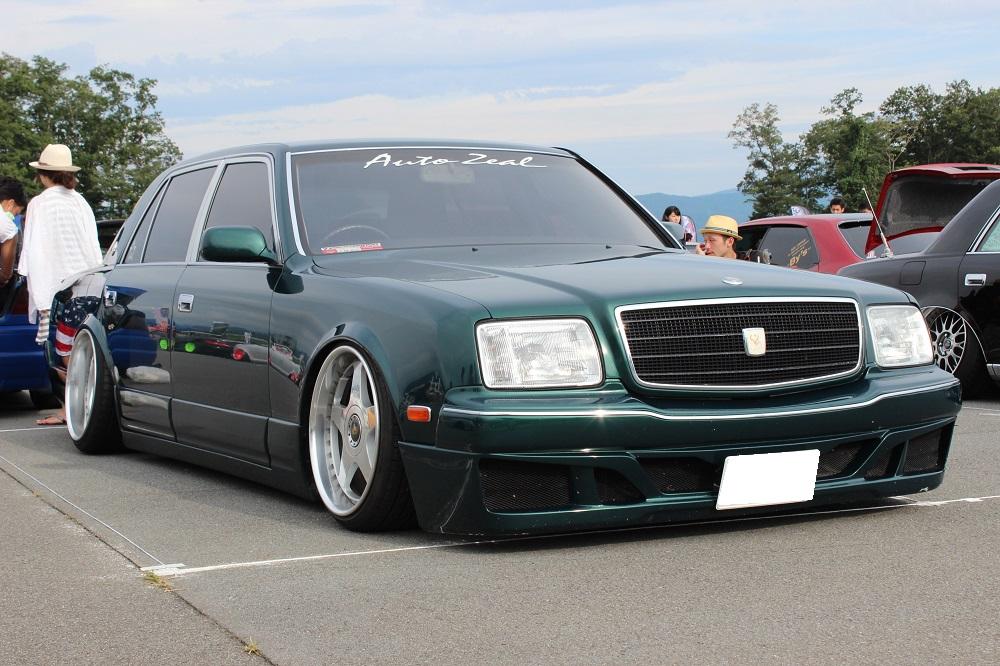 こちらのお車も有名車ですね。