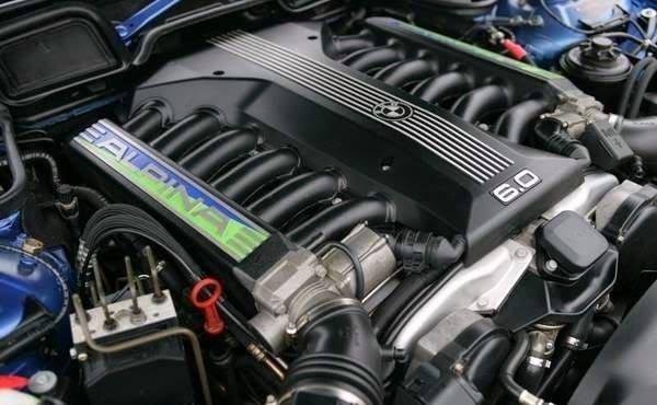 12月12日は12気筒の日【BMW V12...