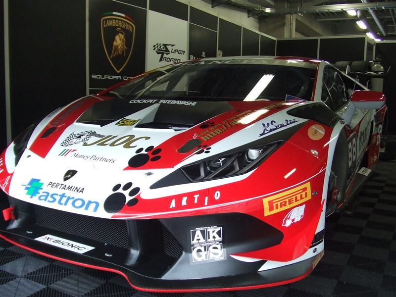 AKGさんのウラカン スーパー トロフィオ88号車。 <br /> 赤白カラーリングがカッコイイ!