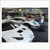 ウラカンの新車がズラリ17台。