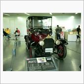お次は工場内に展示されている車。<br /> <br /> 1919年に発売された日本初の量産自動車「三菱A型」です。正に三菱自動車の原点でもありますね。<br /> <br /> 2019年に100周年を祝わなきゃですね。(^_^)