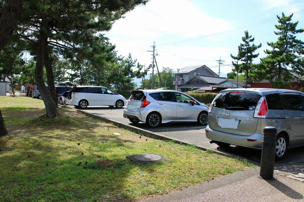 会場のすぐ隣が駐車場ですが、さすがに参加者全員のクルマは停められないと思いますので、材料などの荷物が多い方を優先的に停めて頂こうと思います。<br /> ※ この駐車場に停められるのは10台です。