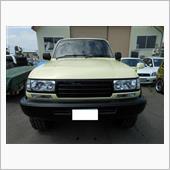 ボディはトヨタ純正色の調色で<br /> バンパー類はマットブラックでキメてます
