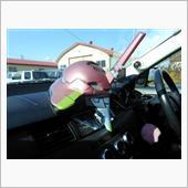 車内にはワンオフのエヴァヘッドが鎮座<br /> 目や角が光ります