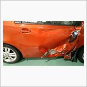 当方の写真<br /> 運転席ドア損傷具合
