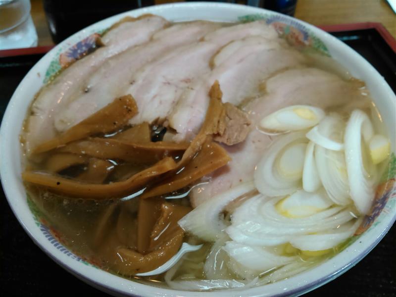 3月5日(土)は、今シーズン開幕に備えて年券を求めてバビューンと栃木県へ。お昼は佐野らーめんの中でも好きな唐沢亭に入店。<br /> <br /> 手打塩ちゃーしゅう麺大盛を食べた。大きい餃子も食べたかったけど、ちゃーしゅう大盛にしたからやめた。