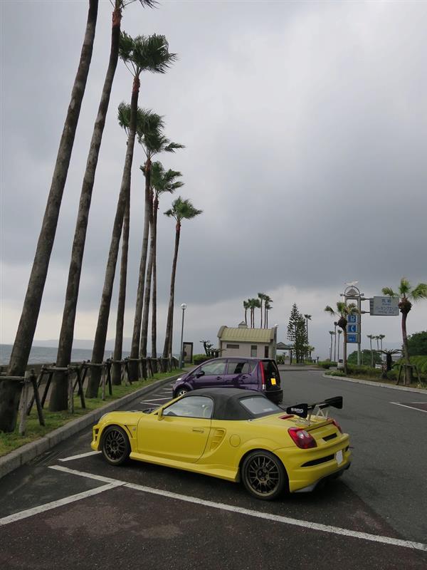 途中の展望所で 桜島を望むが<br /> 雲がかかってて、まともに見えない。<br />