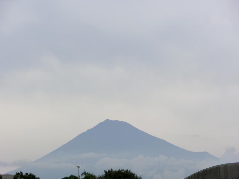 10月13日、午前中の富嶽。<br /> 朝は見えなかったが、徐々に見えるようになった。