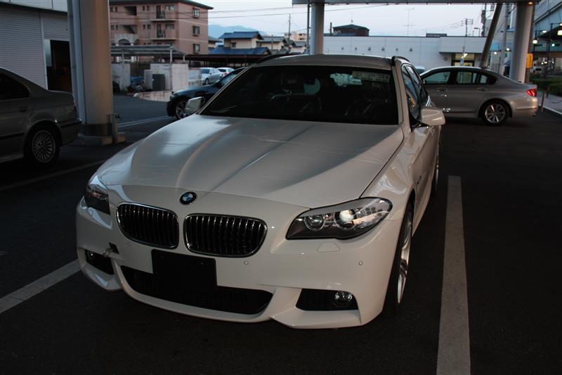 ディーラーに車が到着したとの連絡を受け、見に行った時の写真です。<br /> 懐かしいなぁ~もう4年以上前の2012年9月4日の事です。。。