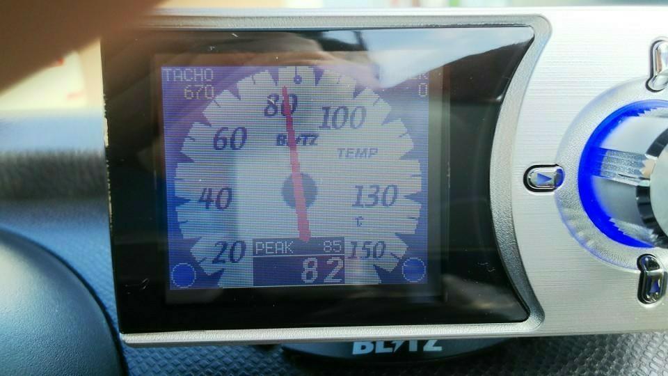 これが油温のアナログ表示です。