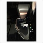 LS600h用シフトノブとの夜間イメージ。<br /> イルミが両方にさりげなく反射してなかなかいい感じ