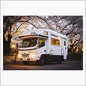 キャンピングカーZILと夜桜
