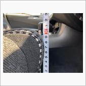 私は中段の設定(エクシーガ用RECAROシートレールで中段)で乗っています。<br /> 約30.5cmで、純正電動シートの真ん中ぐらいの高さです。<br /> レカロは背筋もピンと伸びるので、目線は電動純正シートに座るのに比べれば高くなりますが、運転は非常に楽です。<br /> 今まで間違った姿勢で座っていたことに気づかされます。<br /> レカロシートはカーブでも体を支えてくれるので非常に安心感があります。