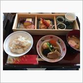 金沢で泊まったホテルの朝食。<br /> 今回の旅行で、朝食がバイキング形式が無かったのがビックリですが、それ以上にのどぐろの入った釜飯がこれ程美味しいとは思ってもおりませんでした(^^;<br /> <br /> ちなみに味噌汁が無料で付いてきました(^^;