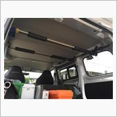 NV200の荷室にロッドラック取付け