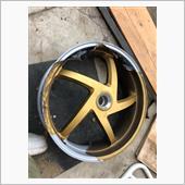 タイヤ交換とホイール再塗装