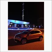 駅前の夜景と共に