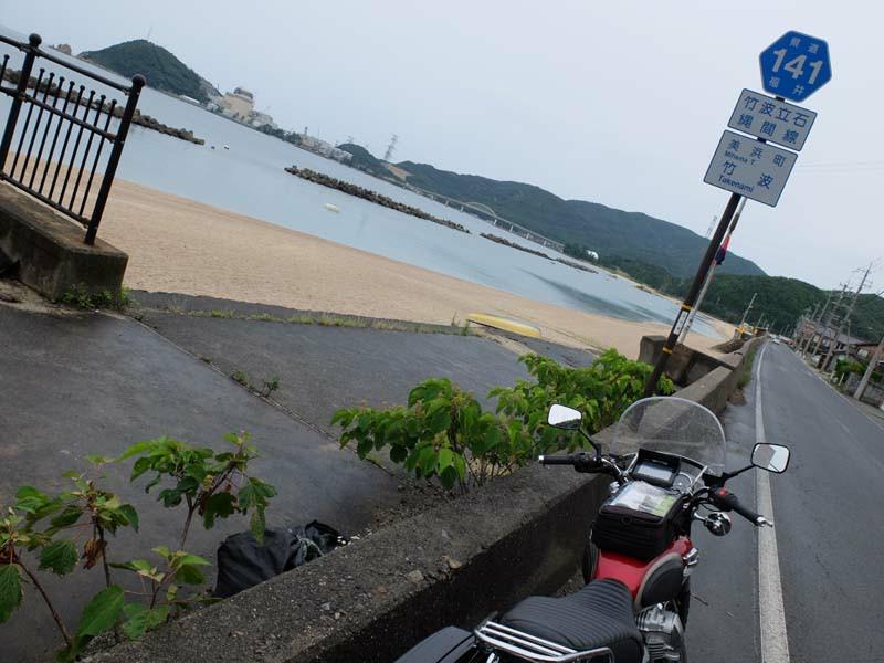 敦賀半島。R141<br /> 対岸に美浜原発が見える。